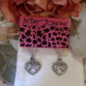 Betsey Johnson ❤ & 🎀 Drop Earrings